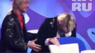 Басков упал со стула