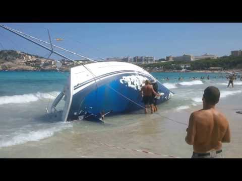 Emergency repair of a 32 ft yacht on the beach