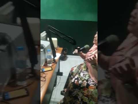 En la radio dando gracias  en República dominica