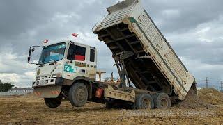 ឡានចាក់ដី និងអាប៉ុលរុញដី   dump trucks dumping dirt & bulldozer pushing dirt