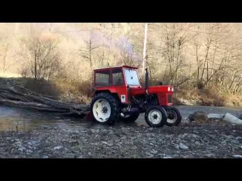 Nicu Forță cu tractoru la pădure
