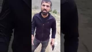 Кама Пуля угрожает пистолетом Маге Лезгину