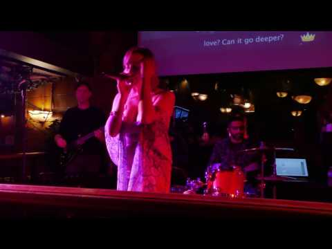 Alicia Rose singing, 'How deep is your love?'