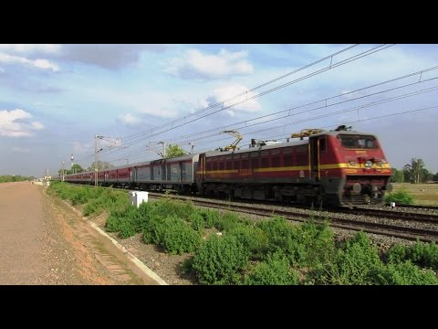 12397 MAHABODHI SF EXPRESS | Gaya Junction - New Delhi | Indian Railways !!