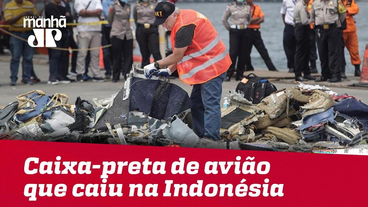 Autoridades da Indonésia encontram caixa-preta de avião que caiu após decolagem