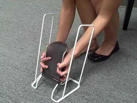 Как одеть компрессионные чулки с помощью батлера.