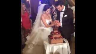 Торт свадебный шоколадный со свежими ягодами