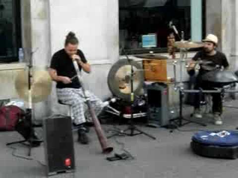MAB - Minimal Acoustic Band - artisti di strada a Barcellona