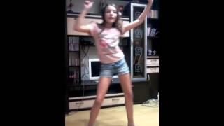 Как правильно танцевать Макарену:D(Мастер класс от моей одноклассницы) Рассказывайте друзьям, пишите коментарии, ставьте лайки. Прославим..., 2014-12-10T10:52:52.000Z)