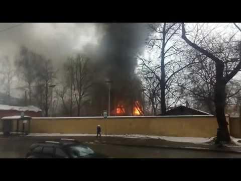 Пожар в автосервиса на краснобогатырской 31.12.2016