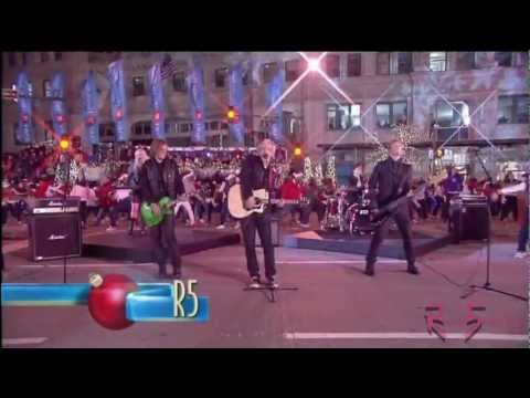 R5 - Christmas is Coming - The Magnificent Mile Lights Festival 2012 [HD]
