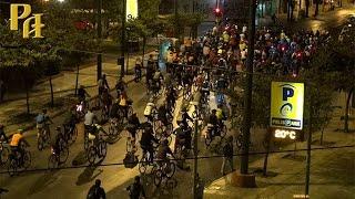 Пятничный велопробег в Афинах видео(С началом осени возобновились прерванные на летний период массовые пятничные велопробеги по центральным..., 2014-10-03T19:50:34.000Z)