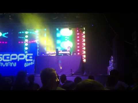 "Giuseppe Ottaviani plays ""Ralphie B - Massive"" Live @ Stereo Plaza (Kiev, 22-09-2012)"