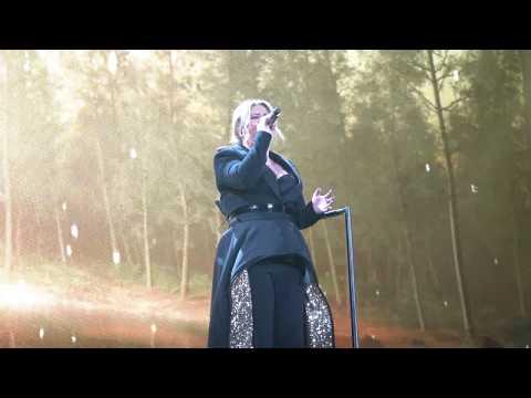 Kelly Clarkson - (2019-02-01) - It's Quiet Uptown & Never Enough - Glendale, AZ