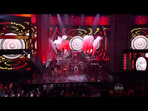 Justin Bieber + Nicki Minaj 'Beauty and a Beat' During 2012 American Music Awards Performance