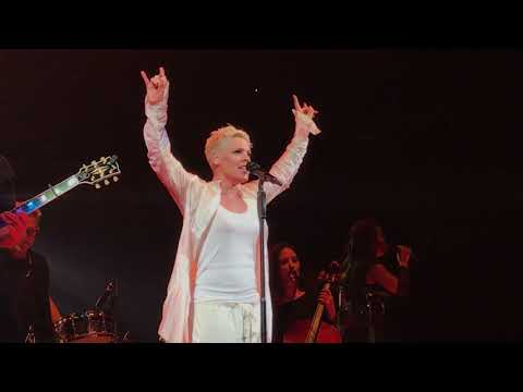 Pink - I Am Here - P!NK Beautiful Trauma Tour - Indianapolis March 17, 2018