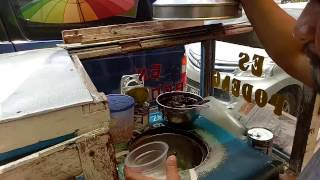 Video Indonesian Street Food - Indonesian Traditional Ice Cream - Es Podeng - Jakarta Culinary download MP3, 3GP, MP4, WEBM, AVI, FLV April 2018