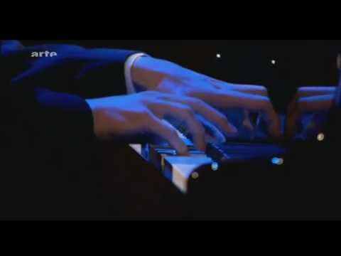 Ingolf Wunder, piano. He plays live Scarlatti, Sonata L33 b-minor
