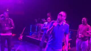 Youssou Ndour et le Super Etoile chantent Joyeux anniversaire à Pape Moussa Sonko