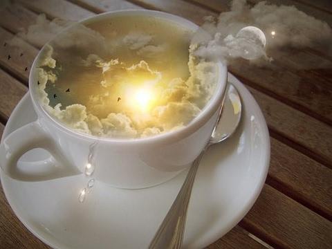 чашечка чая с небом и солнцем