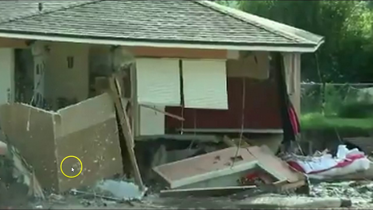 huge-sinkhole-swallows-multiple-houses-other-evacuated-in-tampa-bay
