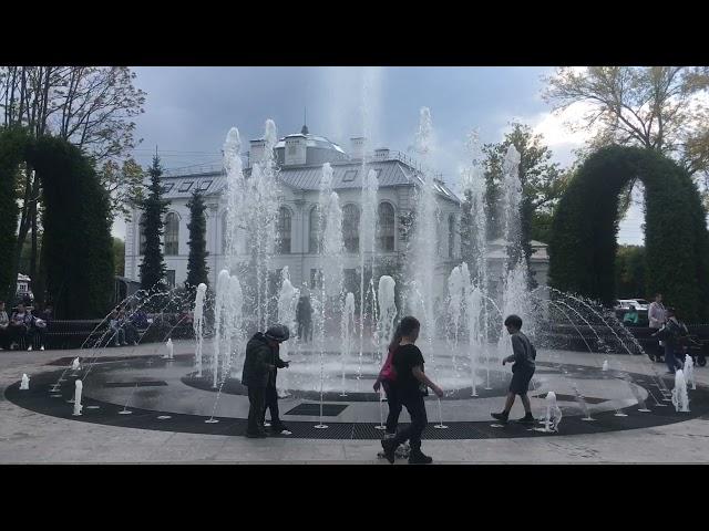 Поющий фонтан Петергофа
