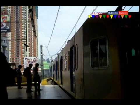 2 LRT 3g meets at LRT Roosevelt Station