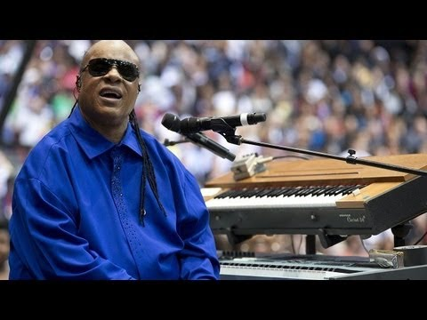 "Stevie Wonder LIVE ""Sir Duke"" @ Barack Obama Campaign Rally (University of Cincinnati) 11/04/12"