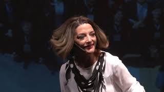 Do medo à confiança: A tímida que ama falar em público | Lena Souza | TEDxBomRetiro