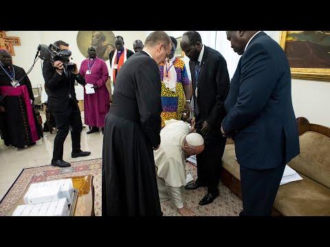 Папа Римский припал