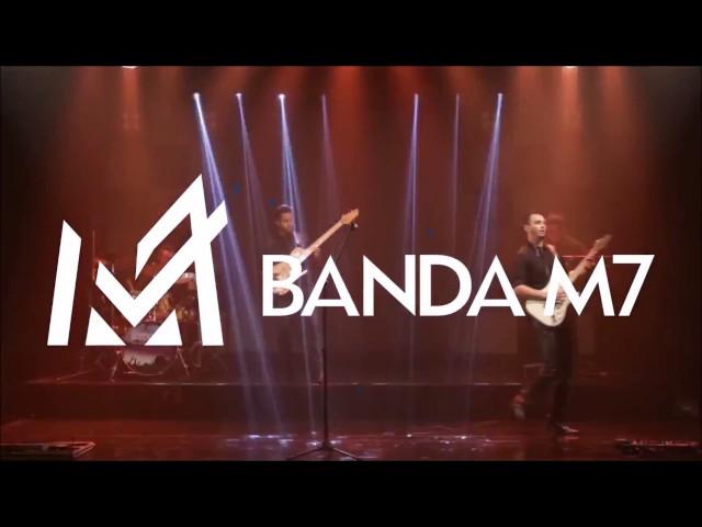 Banda M7 tocando ROCK