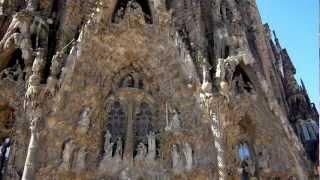 サグラダ・ファミリアは、カタロニア建築の最も良く知られた作品例であ...