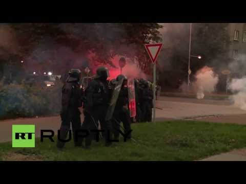 Czech Republic: Police fire tear gas at anti-Roma demo