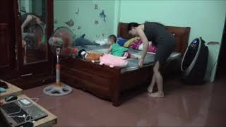 Single Mom Playing With Her Cute Baby Before Sleeping | ỐC Family