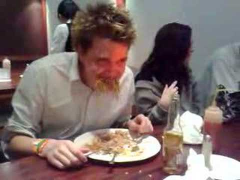 Kriss and Cliodan in the Noodle eating competition