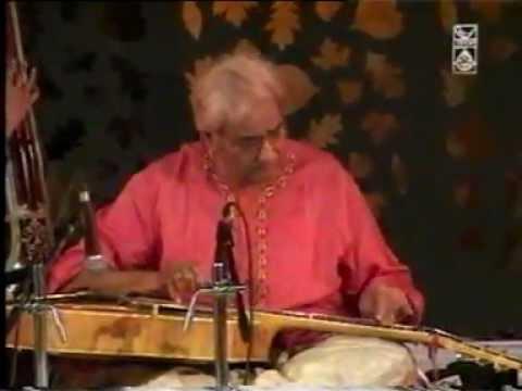 Pt. Brij Bhushan Kabra, recipient of Sangeet Natak Akademi Award 2005, presenting Raga Manj Khamaj.