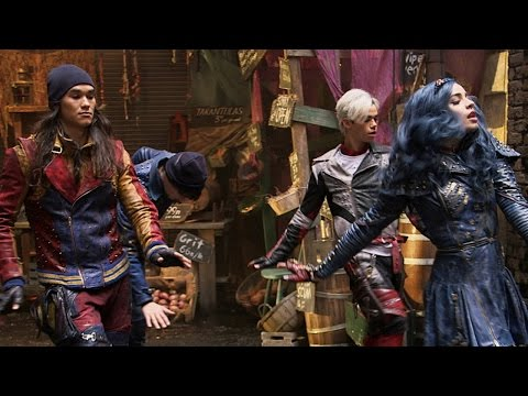 Descendants 2: New BTS Pics & Why Dove Cameron Almost LOST Her Hairspray Live! Role