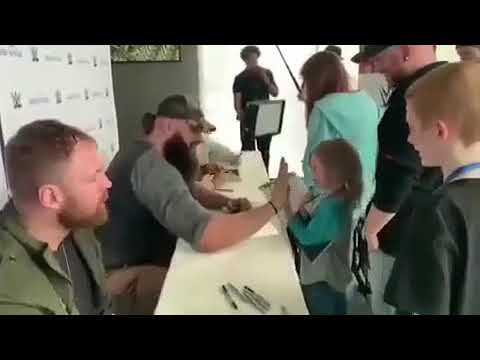 Dean Ambrose being ignored by kids 😢