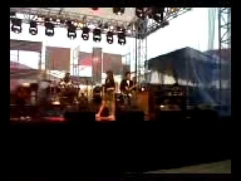 Keong racun cover by Holiday @ Java Jazz Festival 2011