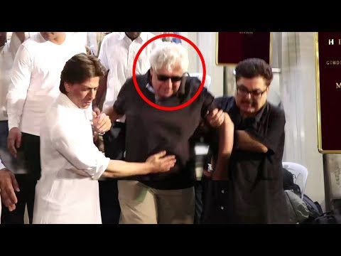 Shahrukh Khan Shows Respect For Yess Boss Director Aziz Mirza At Kundan Shah's Prayer Meet