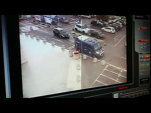 RAPINA ALL'AUCHAN DI TARANTO - IL VIDEO