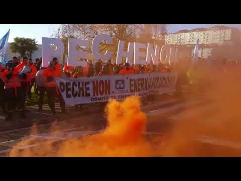 Más de un centenar de los trabajadores de Alcoa se concentran en San Caetano