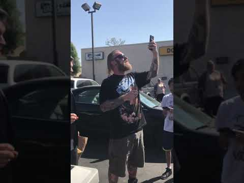 Man Smashes Szechuan Sauce in Front of Rick and Morty Fans