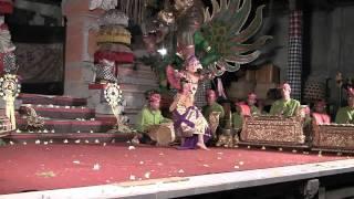 Taruna Jaya Legong Dance - Sadha Budaya Gamelan, Ubud, Bali Dec 2010