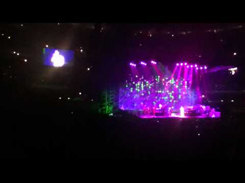 """John Legend performing """"I'm Ready To Go Right Now"""" at United Center 2011"""