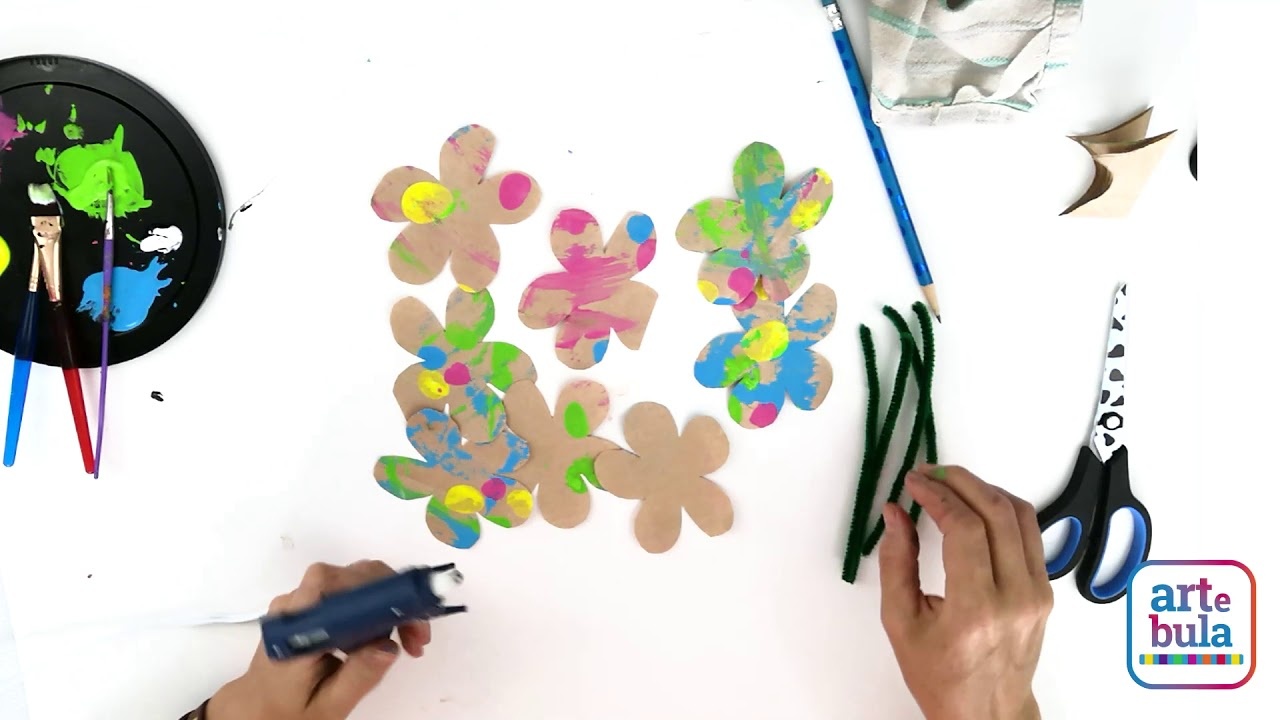 How to Make Flowers From Recycled Paper