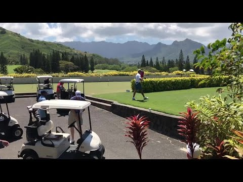 Obama golfs at Mid Pacific Country Club