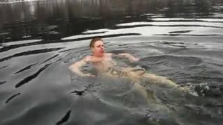 Заплыв через Енисей (фрагмент) / Winter swimming through Yenisei (Siberia)
