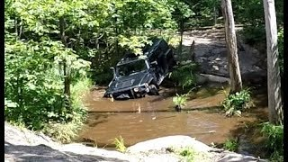 Extreme 4X4 OFF-ROAD - Hummer H3 Off-Road through Deep Mud Hole