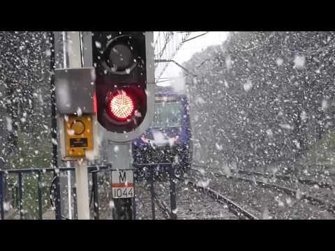 Metro de Madrid - 7000 saliendo de Batan bajo una intensa nevada